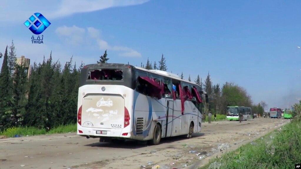 Hình ảnh các xe buýt bị hư hại do vụ nổ ở Rashideen, ngoại ô Aleppo (Thiqa News Agency, 15/4/2017)