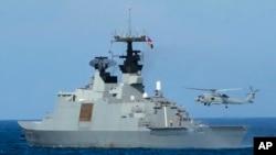 台灣海軍一艘拉法葉級巡防艦在高雄附近海域演習(2013年5月16日)
