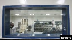 印度海德拉巴德一家製藥廠2012年3月13日正在生產一種德國藥廠解禁的藥品。