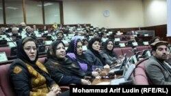 نمایندهگان مردم نخست، پرسشهای شان را با وزیر امور زنان در میان گذاشتند و سپس خانم نظر به آنان پاسخ گفت.