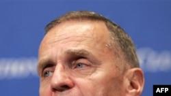 Džons je dao ostavku nakon dve godine provedene na položaju savetnika za nacionalnu bezbednost