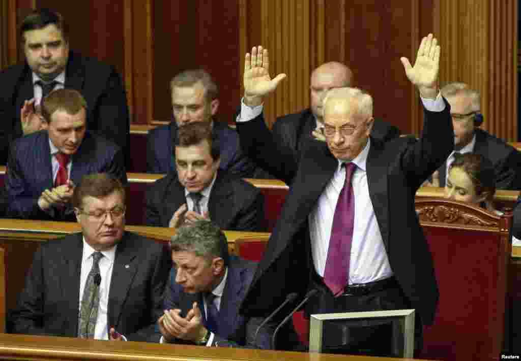 مردم خواستار کناره گیری ویکتور یانوکوویچ رئیس جمهوری اوکراین بودند، اما در نهایت این میکولا آزاروف، نخست وزیر بود که استفعا داد - کیف،۲۸ ژانویه ۲۰۱۴