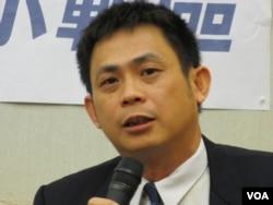 陸委會簡任秘書李必仁(美國之音張永泰拍攝)