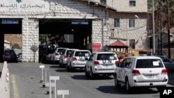 Kimyoviy qurollarni taqiqlash tashkiloti inspektorlari Livandan Suriyaga kirmoqda, 1-oktabr, 2013-yil