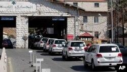 Konvoi mobil pengawas dari Organisasi Pelarangan Senjata Kimia (OPCW) saat memasuki wilayah Suriah dari perbatasan Masnaa, Lebanon, 1 Oktober 2013 (Foto: dok).