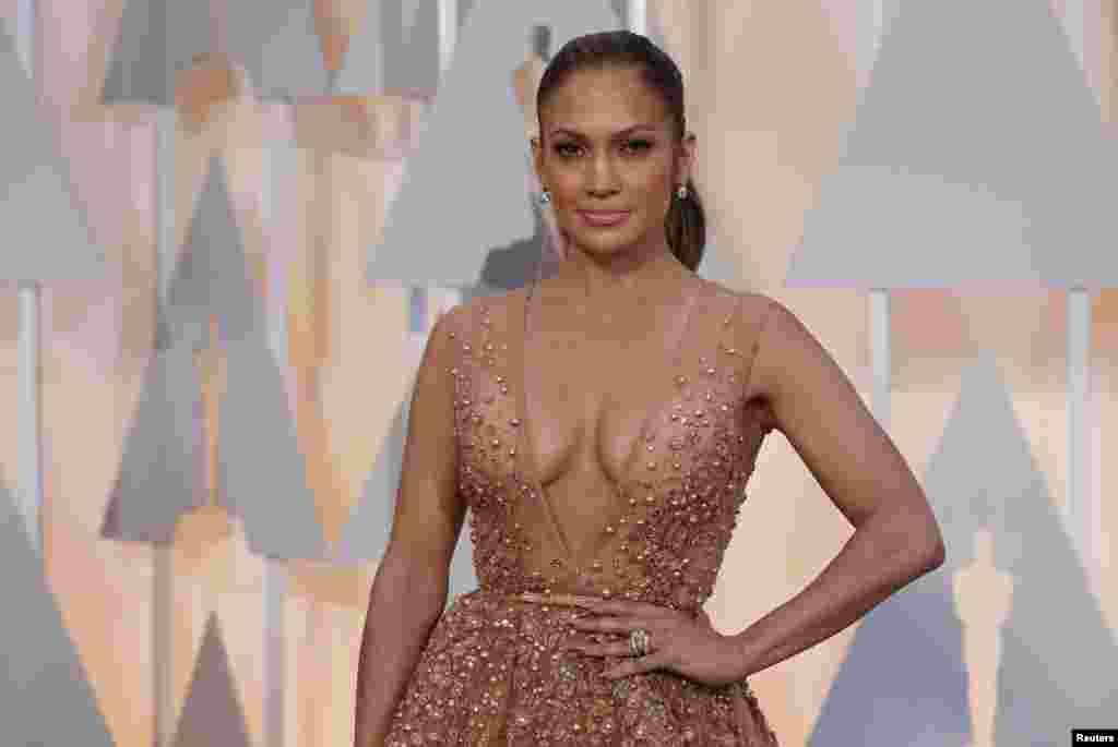 Jennifer Lopez num vestido Elie Saab