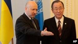 Ο κ. Μπαν με τον Ολεξάντρ Τουρτσίνωφ