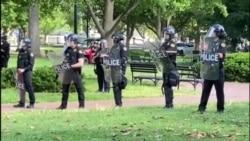 Луѓето имаат право на слободно изразување и протести, порача поранешниот секретар за домашна безбедност на САД Мајкл Чертоф