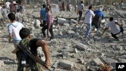 ဆီးရီးယားနုိင္ငံေျမာက္ပိုင္း AZAZ ၿမိဳ႕ေပၚကို ဆီးရီးယားစစ္ေလယာဥ္တစ္စီးက ဗံုးက်ဲ တုိက္ခိုက္ခဲ့တဲ့ အတြက္ အမ်ားအျပားေသဆံုးၿပီး လူအေျမာက္အျမားလည္း ဒဏ္ရာေတြရရွိသြားခဲ့ပါတယ္။