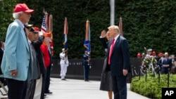 美國總統特朗普6月25日在韓戰老兵紀念碑獻花圈。