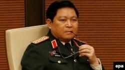 """Tin nói ông Phạm Trường Long nói với Bộ trưởng Quốc phòng Ngô Xuân Lịch (ảnh) rằng Biển Đông là """"lãnh thổ Trung Quốc từ thời xa xưa""""."""