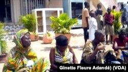 Site de rassemblement des sans-abri avant le rapatriement à Cotonou, Benin, le 23 décembre 2017. (VOA/Ginette Fleure Adandé)