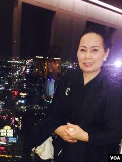 ຍານາງວຽງສຸກ ມາກເທພາຣັກ ໜໍນວດເພື່ອສຸຂະພາບ ຫລື masage therapist ທີ່ ນະຄອນ Las Vegas ລັດ Nevada.