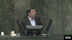 آيت الله علی خامنه ای طرح سوال از محمود احمدی نژاد را «کار مثبتی» دانسته ولی گفته «ادامه اين کار آن چيزی است که دشمن می خواهد.»