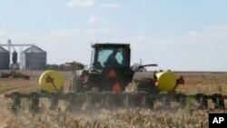 Farmeri, odbacite plug!