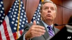 Lindsey Graham, senador republicano por Carolina del Sur, es un de los legisladores que intentan salvar un acuerdo de inmigración antes que venza el plazo para salvar de la deportación a 800.000 inmigrantes ilegales amparados por el programa DACA, que el presidente Donald Trump ha terminado.
