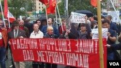 2012年俄羅斯左翼力量和哈薩克工會組織在莫斯科市中心集會,抗議哈薩克石油工人被當局迫害,中國能源企業參與其中。(美國之音白樺)