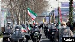 Warga Iran memperingati HUT ke-42 Revolusi Islam dengan pawai kendaraan bermotor di Teheran, Iran 10 Februari 2021. (Majid Asgaripour / WANA via REUTERS).