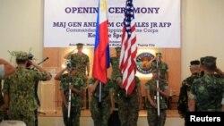 미군과 필리핀군 장병들이 4일 마닐라 근교 필리핀 해병대 본부에서 연례 '피블렉스(PHIBLEX)' 훈련 개막식을 거행하고 있다. 로드리고 두테르테 필리핀 대통령은 이 훈련이 미국과의 마지막 합동군사훈련이 될 것이라고 지난주 밝혔다.