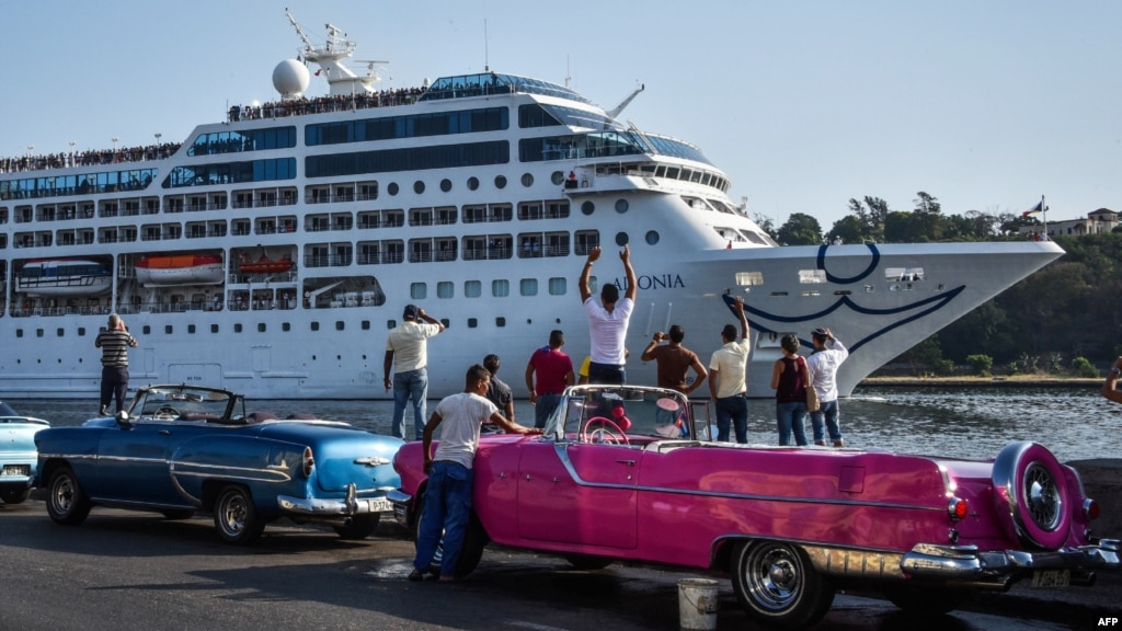 US Cruise Ship Arrives in Havana