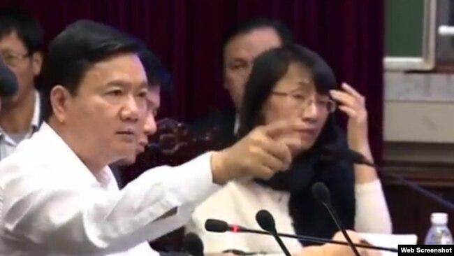 Khi còn làm Bộ trưởng Bộ Giao thông Vận tải, ông Thăng 'xạc' nhà thầu Trung Quốc vì để xảy ra hai sự cố làm một người chết và ít nhất 3 người bị thương tại một dự án đường sắt trọng điểm ở thủ đô của Việt Nam năm 2015.
