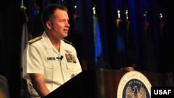 时任美军参谋长联席会议副主席的温尼菲尔德上将(Retired Admiral Sandy Winnefeld)(美国空军2011年8月28日照片)