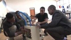 Sinh viên kỹ thuật Kenya sáng chế thiết bị y tế giá rẻ