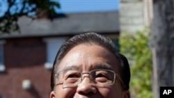 中国国务院总理温家宝暂停埃文河畔斯特拉特福俄莎士比亚故乡