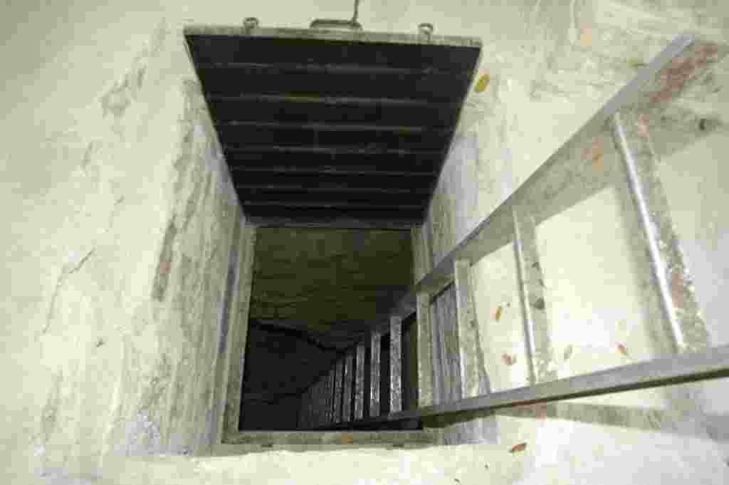 Cámara descubre tumba maya