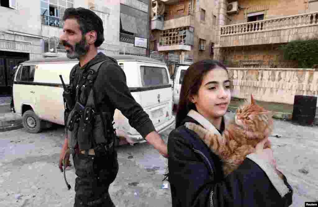 Боєць повстанської армії з донькою.