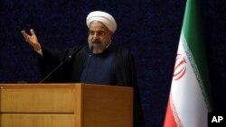 9일 이란 테헤란에서 하산 로하니 대통령이 '국가 원자력기술의 날' 기념 연설을 하고 있다.