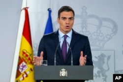"""Spain's Prime Minister Pedro Sanchez delivers a statement at the Moncloa Palace in Madrid, Feb. 4, 2019.Sanchez told reporters """"we are working for the return of full democracy in Venezuela."""""""