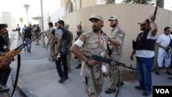 Para tentara pemberontak Libya di ibukota Tripoli yang disebut Gaddafi sebagai 'tikus'.