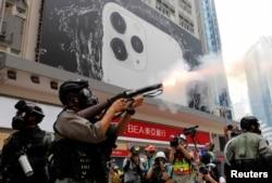 警察发射催泪弹驱散示威群众 (2019年9月29日)