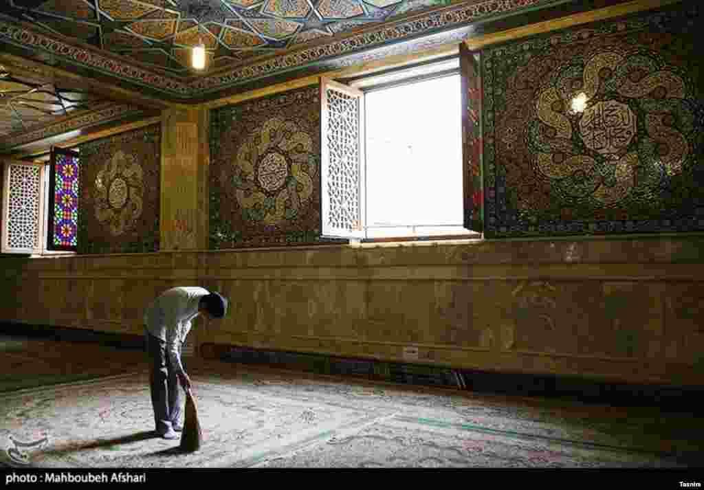 در آستانه آغاز ماه رمضان، «غبار روبی از مساجد» در ایران عکس: محبوبه افشاری
