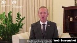Đại sứ Anh tại Hà Nội Gareth Ward (Web Screenshot)