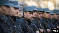 Para anggota polisi Afghanistan yang mengikuti latihan yang diadakan oleh pasukan koalisi (foto: dok).