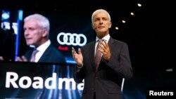 Volkswagen CEO Matthias Mueller berbicara di pembukaan Frankfurt Motor Show, di Frankfurt, Jerman, 11 September 2017.