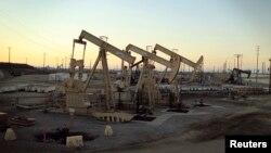지난해 7월 미국 캘리포니아주 롱비치 인근의 석유 시추 시설. (자료사진)