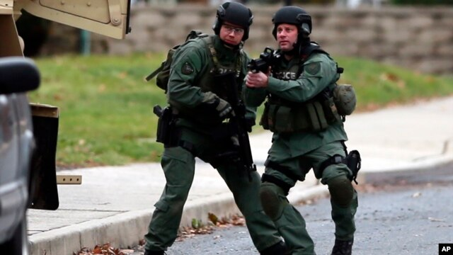 La policía responde el lunes por la mañana a una barricada donde se presume está atrincherado el autor de tres tiroteos en diferentes escenarios dejando al menos 6 muertos.