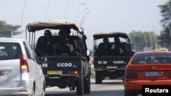 Les forces de sécurité se dirigent vers Grand-Bassam, le 13 mars 2016. (REUTERS/Joe Penney)