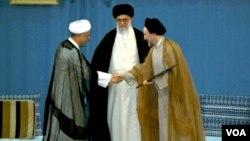 تنفیذ حکم ریاست جمهوری سیدمحمد خاتمی از سوی رهبر با حضور هاشمی رفسنجانی