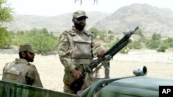 اتهام دست داشتن صاحب منصب پاکستانی با تندروان