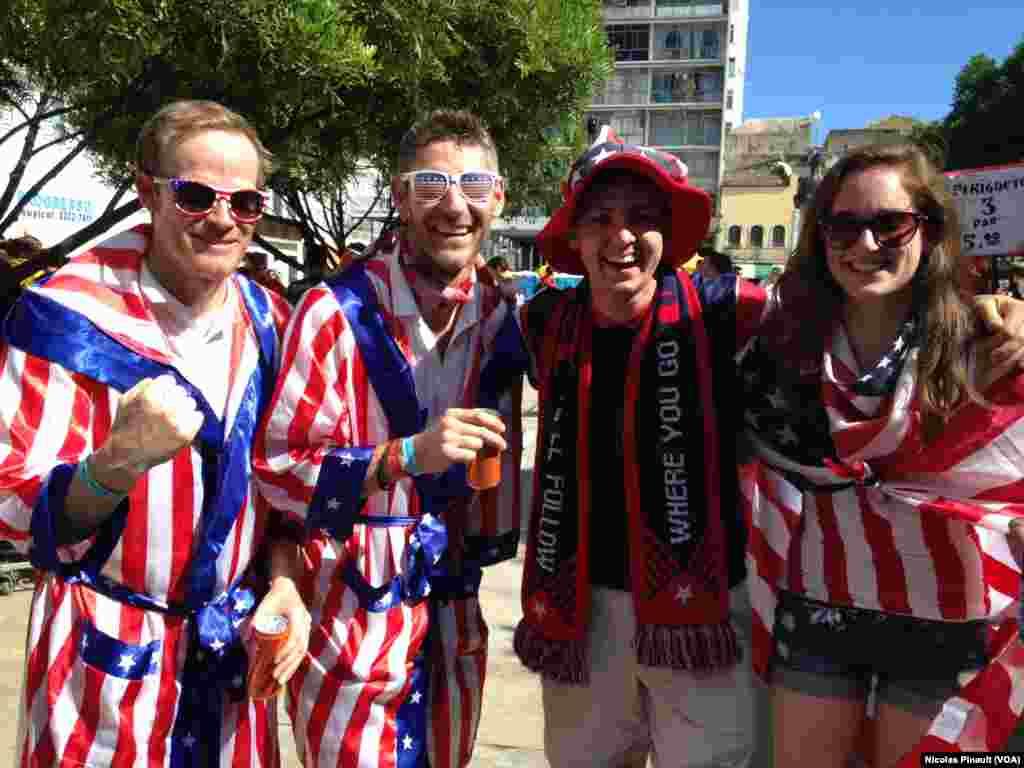 Des fans américains dans les rues de Salvador au Brésil.