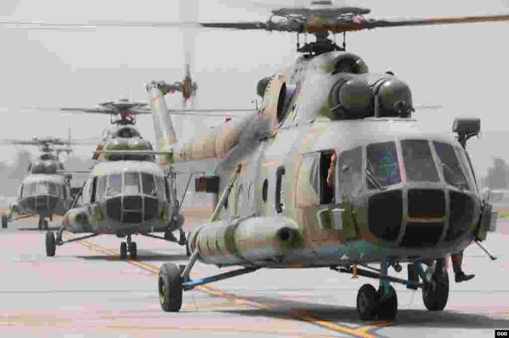در حال حاضر، نیروهای ائتلاف بینالمللی به رهبری امریکا، حدود پنج برابر بیشتر از نیروی هوایی افغانستان عملیاتهای هوایی انجام میدهند. تنها در سال گذشته میلادی، تعداد این عملیاتها به ۶۵۰۰ میرسید.