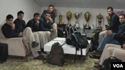 افغانستان د نړیوال جام لپاره د ۱۵ لوبغاړو نوملړ خپور کړی چې د محمد شهزاد، نورعلي ځدراڼ، کریم صادق او شفیق الله شفق نومونه په کې نه شته دي.