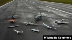 Các loại máy bay không người lái tại một cuộc triển lãm hàng không ở Mỹ.