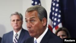 Chủ tịch Hạ viện John Boehner nói chuyện với các ký giả