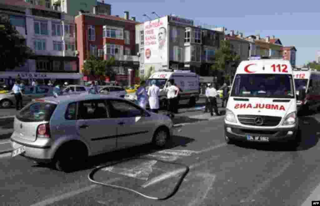 Ambulances arrive following a blast in Istanbul May 26, 2011. A bicycle bomb wounded seven people including a police officer in Istanbul on Thursday, Istanbul's police chief Huseyin Capkin told reporters. He said none of the wounded were in critical condi
