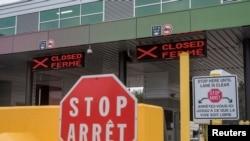 دروازه سرحدی میان ایالات متحده و کانادا که از اوایل شیوع بیماری کووید-۱۹ بر روی سفرهای غیر ضروری مسدود بوده است